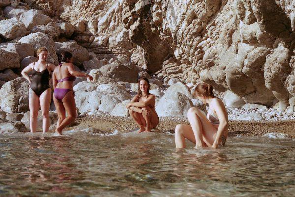 beach-relax-sisterhood