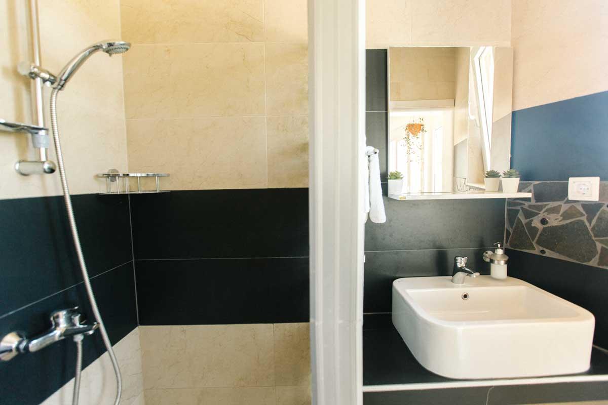 Dorm-room-shower-mahakala-center(1)
