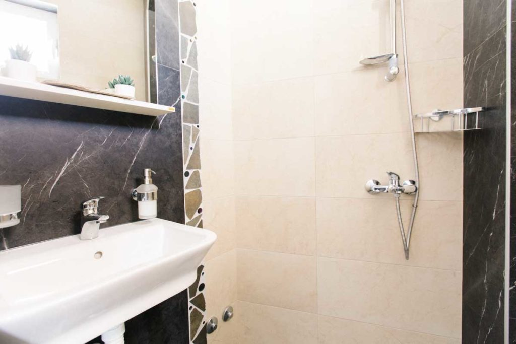 Room-1-bathroom-mahakala-center