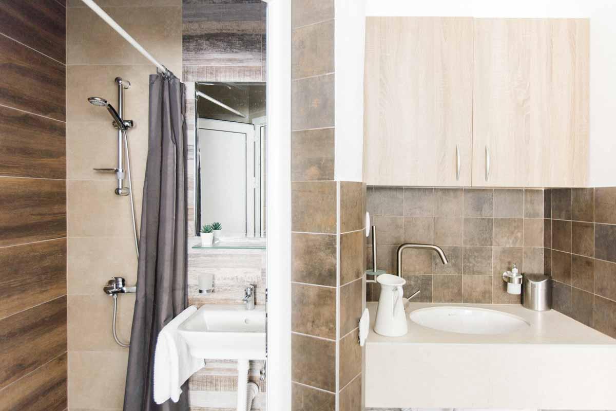 Room-2-bathroom-mahakala-center