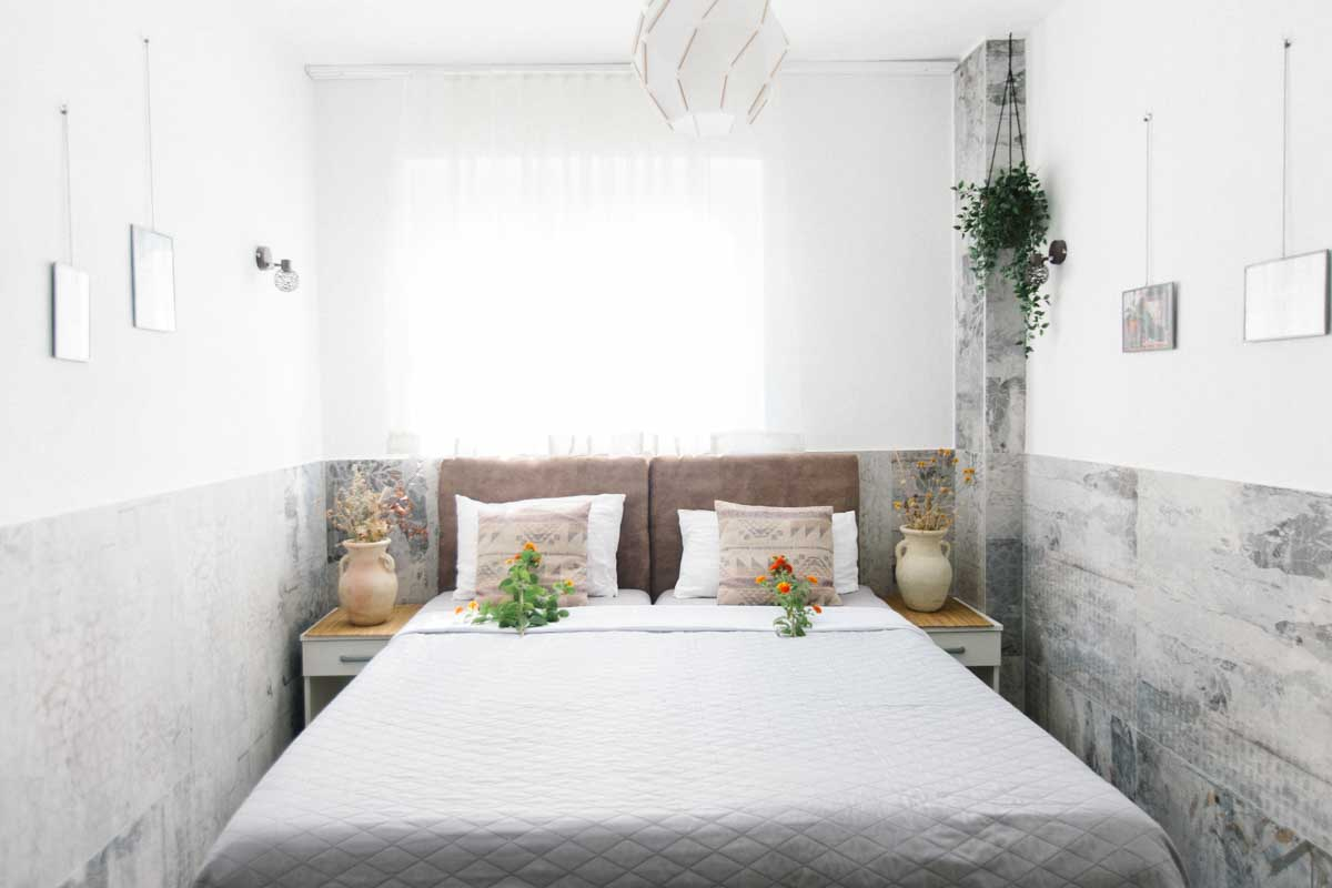 Room-2-doublebed-mahakala-center