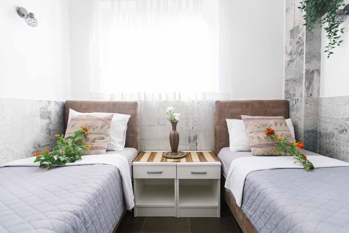 Room-2-twinbeds-mahakala-center