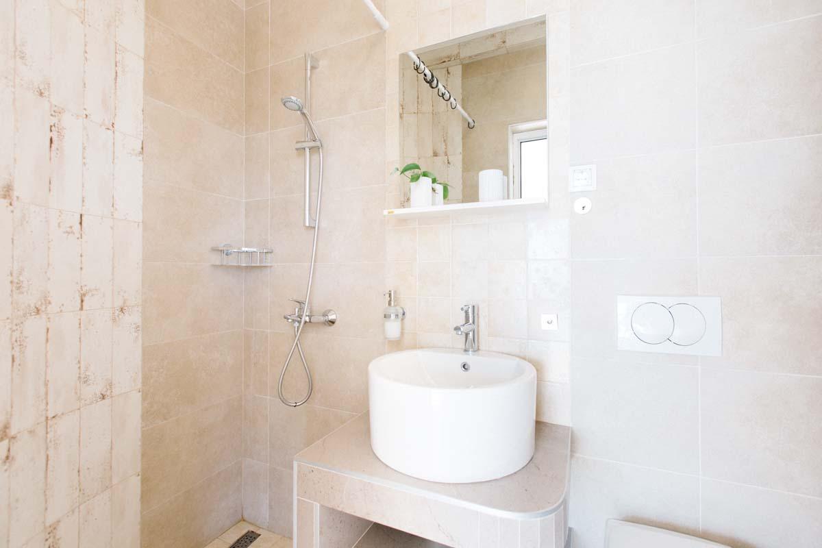 Room-3-bathrom-mahakala-center