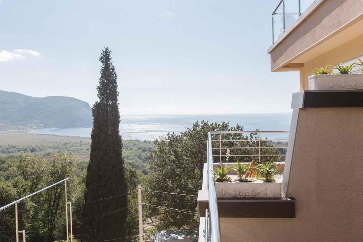 Room-6-balcony-mahakala-center(1)