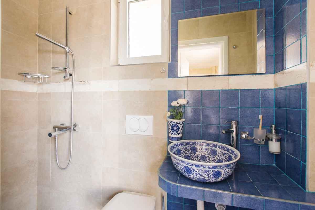 Room-6-bathroom-mahakala-center